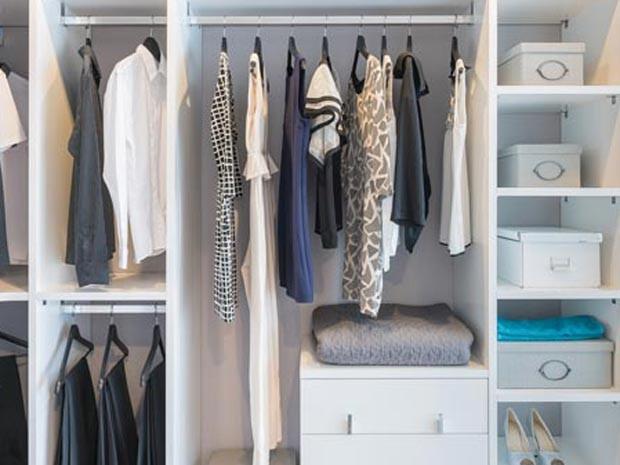 Imóveis como_organizar_guarda_roupa (Foto: Shutterstock)