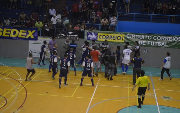 Santos vence Seama e fica com título do primeiro turno de futsal adulto, no Amapá (Foto: Jailson Santos/TV Amapá)