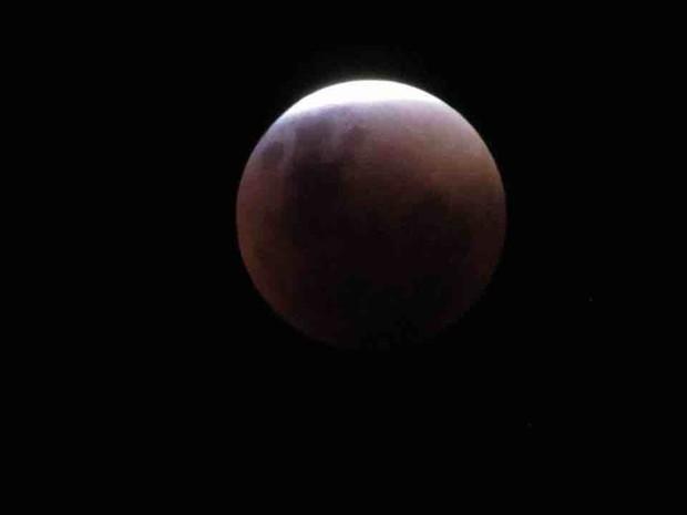 Moradora de Taubaté também registrou o eclipse (Foto: Marina de Andrade/Arquivo pessoal)