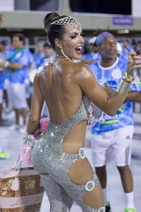 Carla Prata, rainha de bateria da Rocinha, em ensaio na Marquês de Sapucaí, no Centro do Rio (Foto: Alex Nunes/ Divulgação)