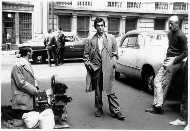 """O diretor Stanley Kubrick durante as filmagens de """"A Morte Passou Perto"""" (Foto: University of the Arts London / Divulgação)"""