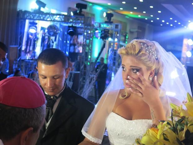 Larissa se emocionou diversas vezes durante a cerimônia (Foto: Rodrigo Martins/ G1)