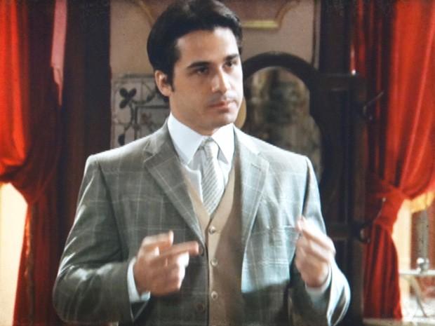 Luciano acha que Frederico é o mais indicado a falar com Diva (Foto: Lado a Lado / TV Globo)