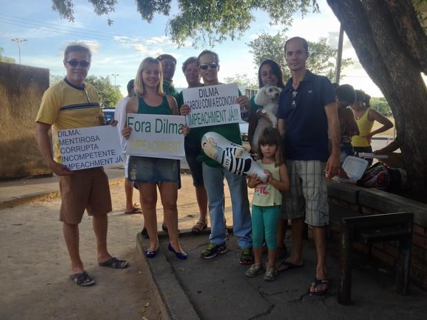 Empresária Andrea Sack participou do protesto ao lado de oito membros da família; Dentre eles estavam o pai dela, de 62 anos, e a filha, de 4 anos (Foto: Emily Costa/G1 RR)