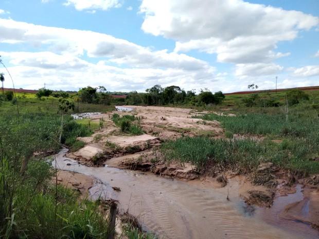 Produtor rural foi multado em R$ 450 mil por erosão de mata ciliar e assoreamento de córrego (Foto: Divulgação/ PMA)
