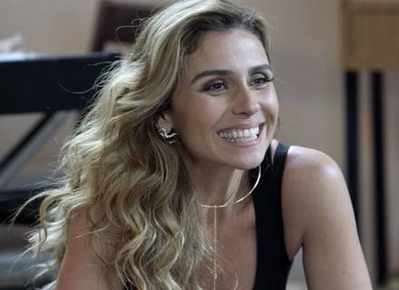 Atena surpreende Tóia e diz que vai se casar com Romero