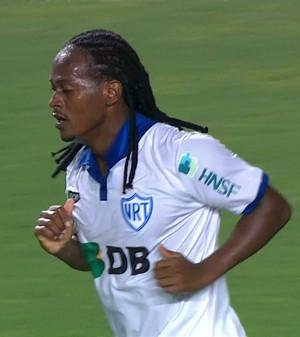 Atacante Leandro Love em ação pela URT (Foto: Reprodução/TVGLOBO)
