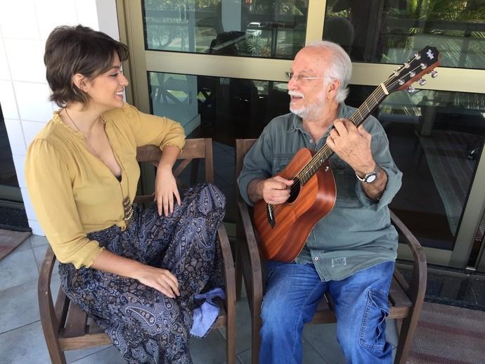 O clima de intimidade entre Maria Luiza e Roberto Menescal (Foto: Divulgação)