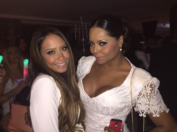 Rafaella Santos e Adriana Bombom em festa na Zona Norte do Rio (Foto: EGO)