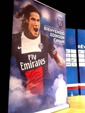 reprodução Twitter Edinson cavani PSG painel (Foto: Reprodução / Twitter)