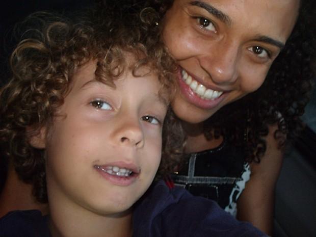 Aisha posa ao lado do filho Ian (Foto: Arquivo Pessoal)