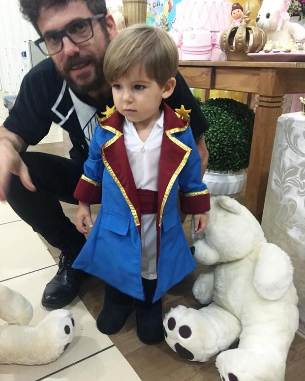 Hudson com o filho, Davi (Foto: Reprodução/Instagram)