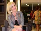 Recém-solteira, Natallia Rodrigues exibe as pernas em evento