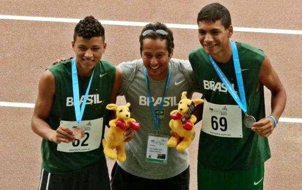 Ulisses Costa (esq.) e Ítalo Hans (dir.) conquistaram medalhas na Austrália, em 2012 (Foto: Reprodução/Facebook/Atletismo Entrevista)