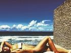 Mariana Goldfarb posa nua em viagem com Cauã Reymond
