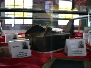 Documentos e objetos que provam existência da pessoa são reunidos, Padre Victor (Foto: Samantha Silva / G1)