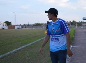 Devair Rêga, técnico do Espigão sub-20 (Foto: Magda Oliveira)