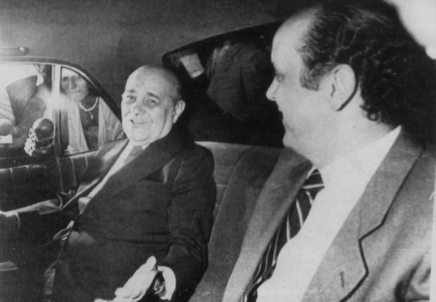 O então presidente eleito, Tancredo Neves, e José Serra, que era secretário de Planejamento do Estado de São Paulo, em 18 de fevereiro de 1985 (Foto: Arquivo/Folhapress)