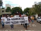 Protesto reúne funcionários da Omep e Seleta em Fórum e prefeitura de MS