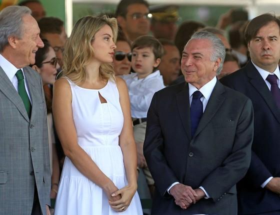 O Presidente Michel Temer ao lado da Primeira dama, Marcela Temer durante o desfile do Dia da Independência na Esplanada dos Ministérios em Brasília (Foto: Adriano Machado / Reuters)