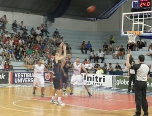 Uberlândia x Suzano, primeiro turno NBB-5 (Foto: Diego Alves/GLOBOESPORTE.COM)
