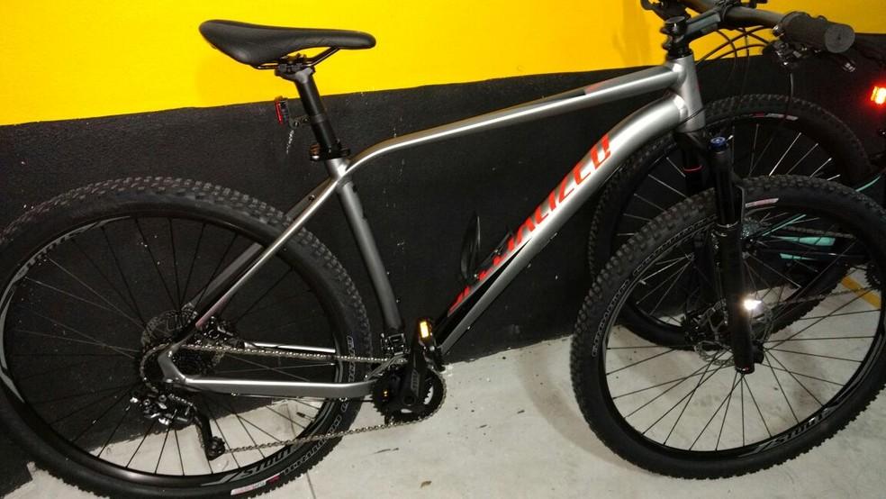 Bicicleta importada foi roubada em Santos, SP (Foto: Arquivo Pessoal)