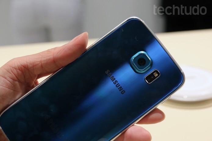 Galaxy S6 tem design todo metático (Foto: Isadora Díaz/TechTudo) (Foto: Galaxy S6 tem design todo metático (Foto: Isadora Díaz/TechTudo))