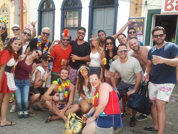 Grupo de amigos de Atibaia curtiram terceiro dia de carnaval em São Luiz do Paraitinga (Foto: Nicole Melhado/G1)
