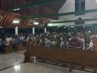 Familiares e amigos rezam por jogador Arthur Maia em Maceió