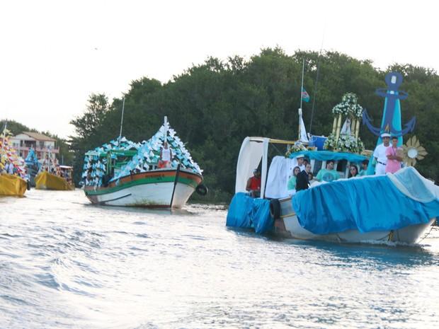 Barcos foram enfeitados com flores e tecidos  (Foto: Divulgação/Secom)