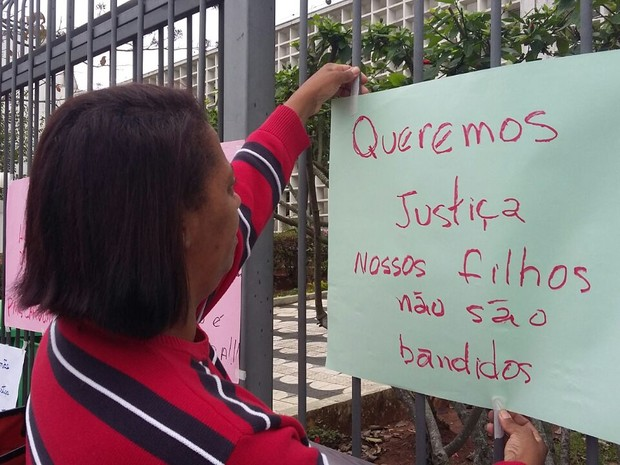 Lucimara Aparecida foi testemunha na audiência dos policiais militares suspeito de assassinar a tiros o filho dela em Mogi (Foto: Maiara Barbosa/ G1)