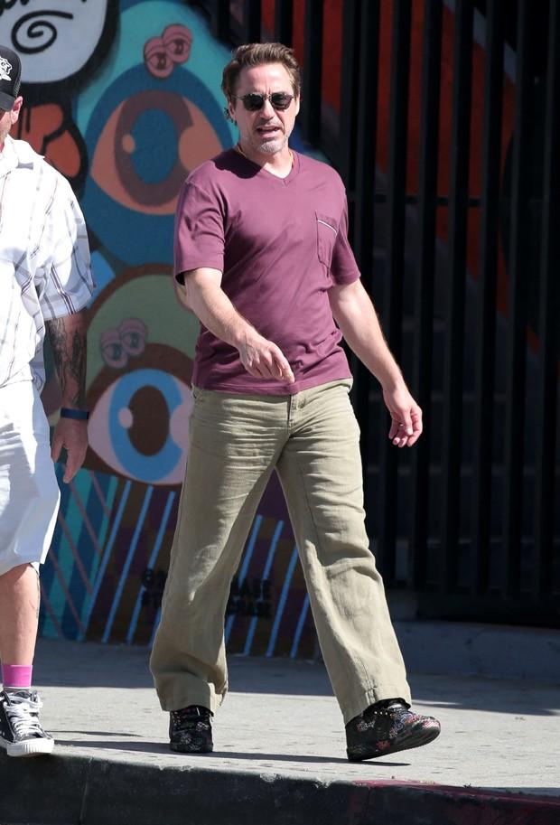 Calça de sarja? Não siga os passos de Robert Downey Jr. (Foto: AKM-GSI)