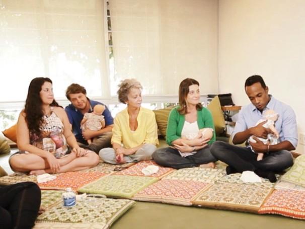 Alexandre acompanha um curso para mamães de primeira viagem (Foto: Globo)