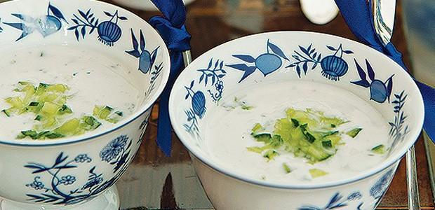 Sopa fria de iogurte e pepino (Foto: Cacá Bratke/ Editora Globo)