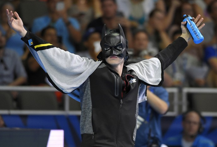 Zach Harting entra para disputar seletiva vestido de Batman (Foto: AP Photo/Mark J. Terrill)