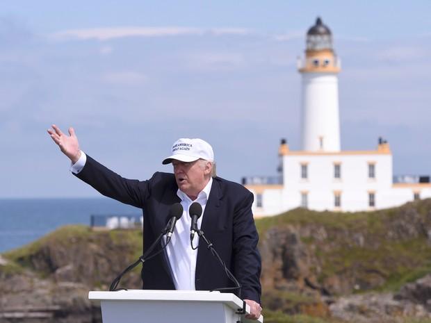 Vejo um paralelo real, disse Trump, em entrevista à imprensa em um campo de golfe na Escócia