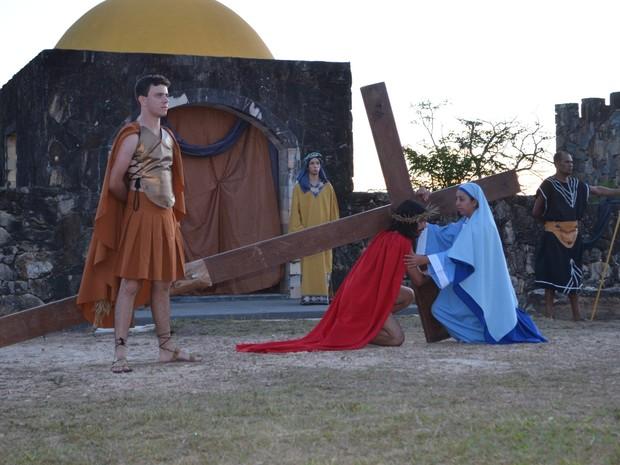 Maria fala com Jesus antes da crucificação (Foto: Samantha Silva / G1)