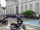 Servidores municipais da saúde protestam na Câmara de Vereadores