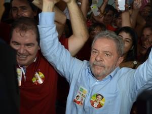 O ex-presidente Luiz Inácio Lula da Silva, durante ato em Rio Branco (AC) ao lado do governador do estado e candidato à reeleição, Tião Viana (PT) (Foto: Caio Fulgêncio/G1)