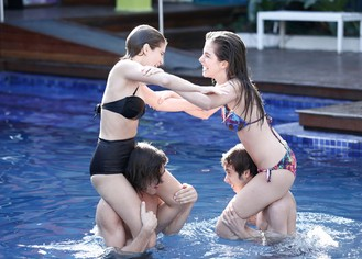Dia de piscina! Perina e Joanca se divertem na Aquazen e Duca fica lá, só olhando
