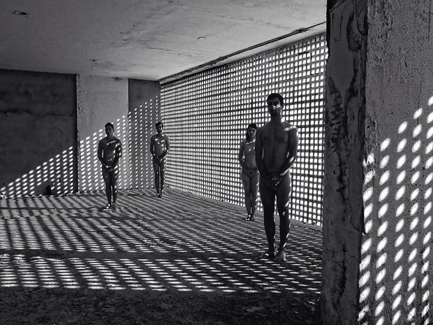 Modelos no Museu de Arte de Brasília (Foto: Sérgio Costa Vincent/Divulgação)