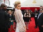 Sem calcinha? Paris Hilton ousa com vestido para o Grammy Awards