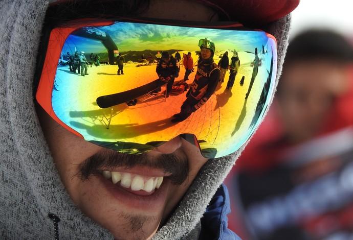 Óculos estilosos servem para evitar o reflexo do sol na neve (Foto: Thierry Gozzer)