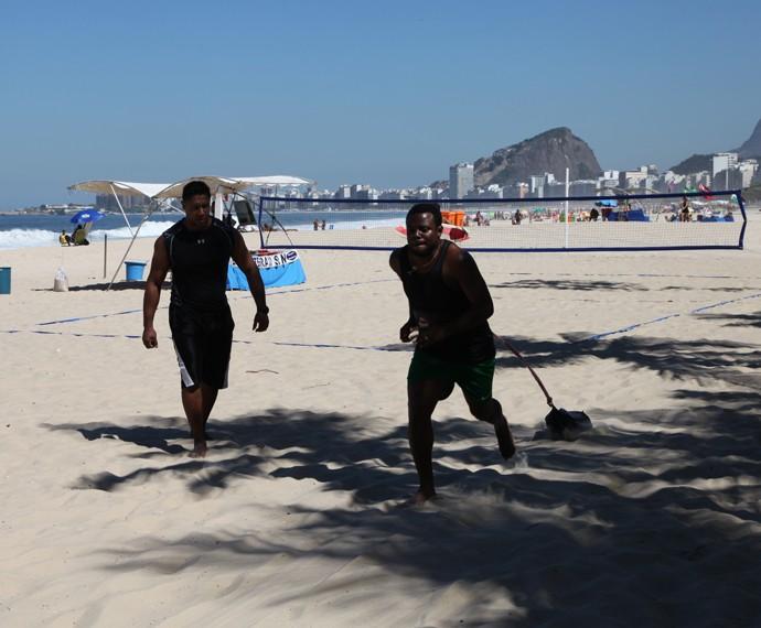 Érico Brás sua a camisa em corrida da praia (Foto: Arquivo Pessoal)