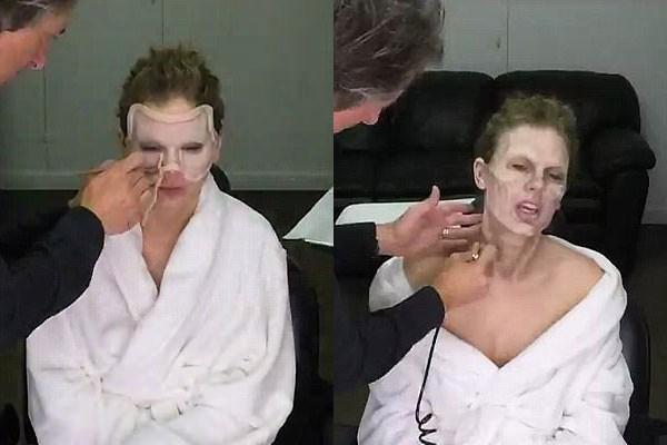 Profissional aplica uma máscara no rosto da cantora (Foto: Reprodução)