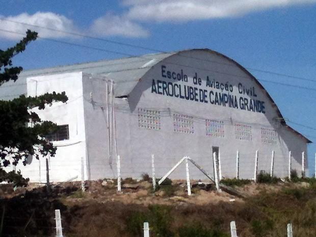 O aeroclube de Campina Grande foi o local escolhido pelo piloto para fazer o pouso (Foto: Taiguara Rangel/G1)