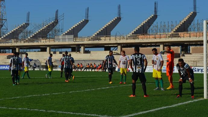 O Juazeirense levava perigo mais por bola parada (Foto: Sabrina Rabelo/GloboEsporte.com)