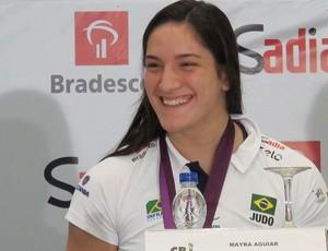 Mayra Aguiar judô desembarque londres 2012 olimpiadas (Foto: Rodrigo Faber/ Globoesporte.com)