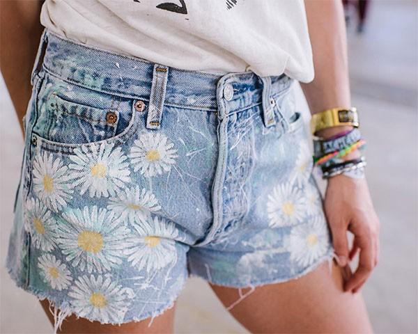 Você sabe para que serve o quinto bolso minúsculo ou os rebites de metal do jeans? (Foto: Reprodução/Instagram)