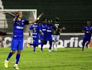 Cleber Santana marca o segundo gol do Avaí sobre o Guarani (Foto: Rodrigo Villalba / Memory Press)